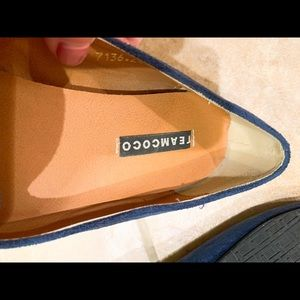 Shoes - Cute flats -- excellent used condition